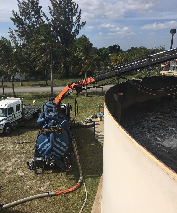 Davie, FL - 20-Foot High Tank Cleaned While in Full Operation