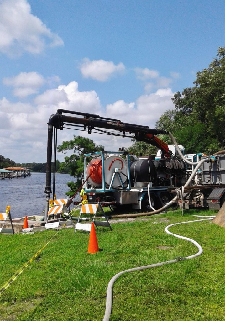 Tampa, FL -  Taking a 115 Degree Turn Under a River: 70-CY Removed from 660-Feet of Pipe