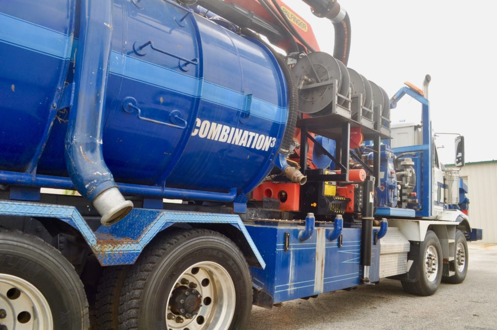 U.S. Submergent Technologies' Combination3® Truck ready to clean pipes and tanks in service