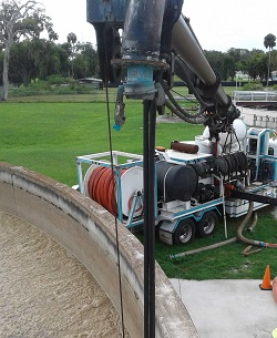 U.S. Submergent Technologies' Combination3® Truck cleaning wastewater facilities while in operation